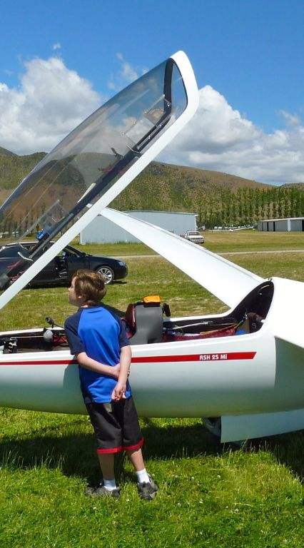 boy-looking-into-a-glider